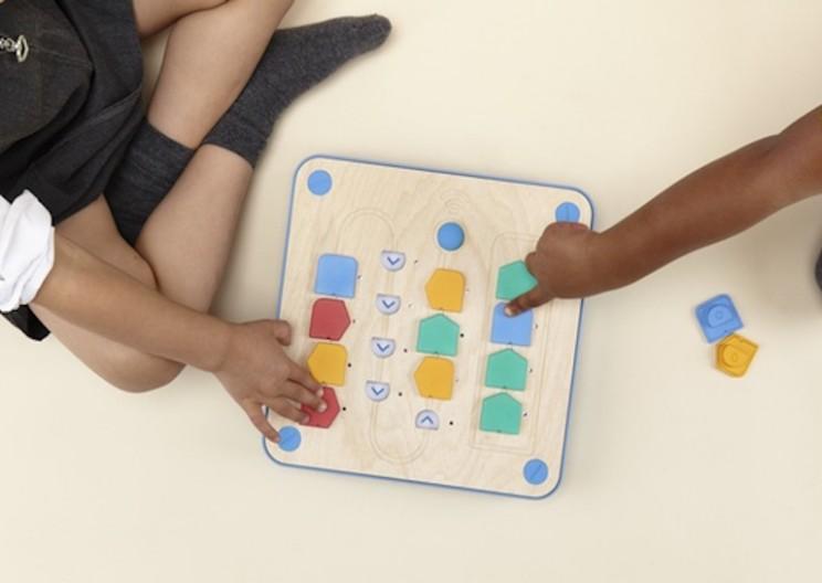dzieci programują cubetto